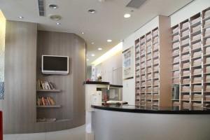 舒適的空間設計,伴隨悠揚的音樂,讓您在候診時舒緩情緒